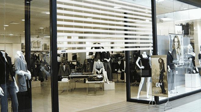 Thiết kế độc đáo với những thanh nan trong suốt cửa cuốn AustVision giúp tăng khả năng truyền tải ánh sáng
