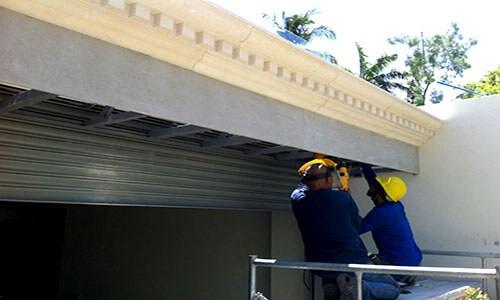 Dịch vụ sửa cửa cuốn quận Tân Phú Austdoor Hồ Chí Minh có đội ngũ nhân viên chuyên nghiệp, giàu kinh nghiệm