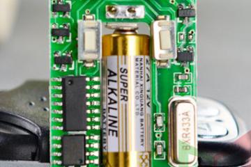 Pin của Remote khóa cửa cuốn